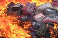 Тюменская таможня уничтожила партию поддельной одежды