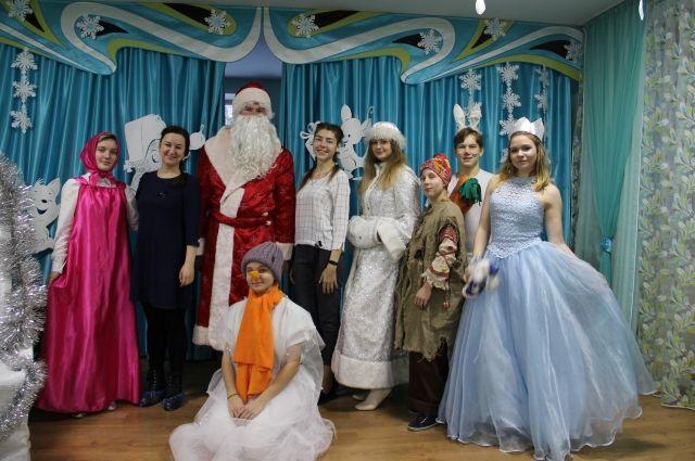 Подарки дети получили на новогодних елках, которые прошли 26 и 27 декабря в центре «Семья».