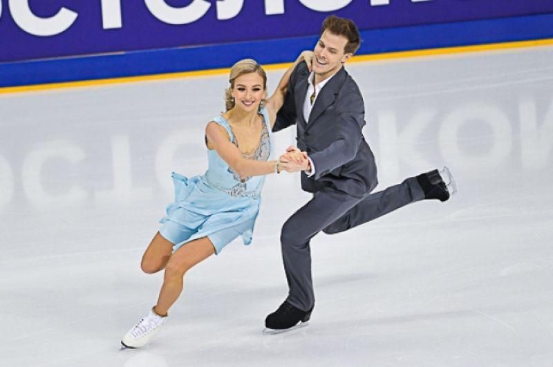В танцах на льду, по итогом первого этапа, лидируют Синицына-Кацалапов.