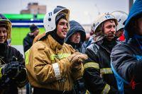 Сергей Чекмарёв (на фото в центре) на вызове.