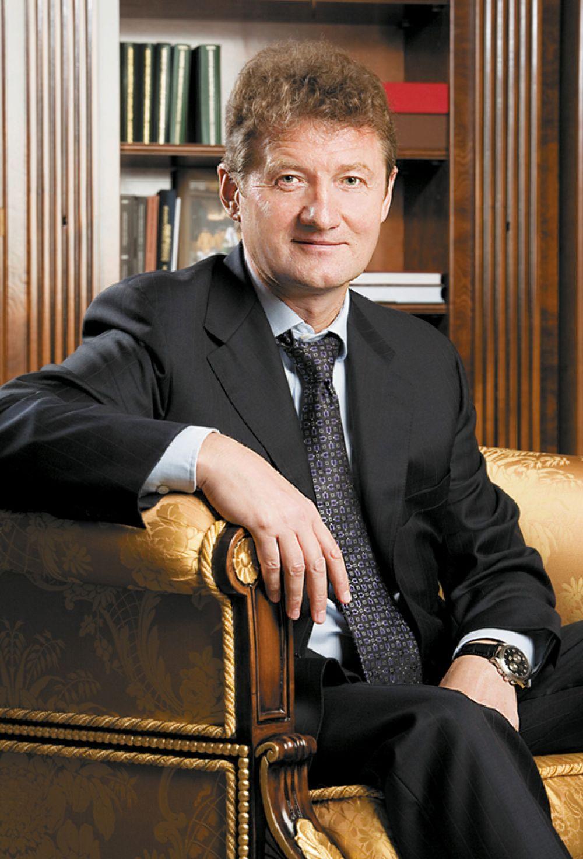Замыкает десятку самых успешных миллиардеров Андрей Козицын, владеющий пакетами УГМК. За десятилетие года его состояние выросло на $4,6 млрд, на конец этого года оно составляет $5,8 млрд.