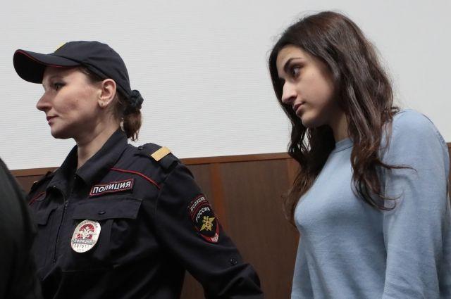 ФСИН сняла электронный браслет у младшей из сестер Хачатурян