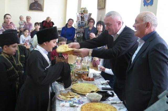 Новогодний стол у осетин украшали традиционные пироги с сыром