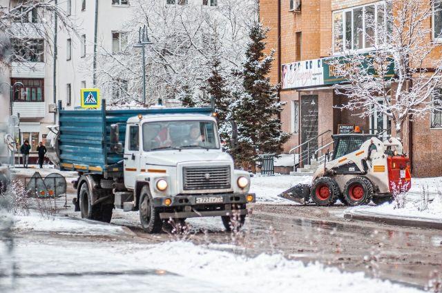 Тюменцам рассказали, кто должен убирать снег во дворах
