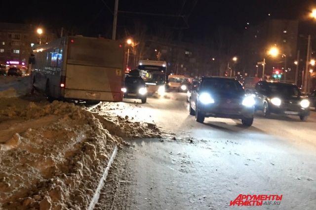 Автобус маршрута №1 двигался со стороны улицы Чернышевского в сторону бульвара Гагарина.
