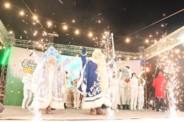 Торжественное открытие главной елки Иркутска прошло 22 декабря в сквере Кирова.