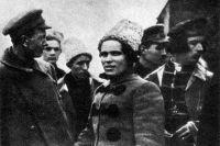 Лидеры повстанцев в 1919 году. Нестор Махно — в центре.