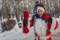 В Оренбурге в забеге приняли участие несколько десятков Дедов Морозов.