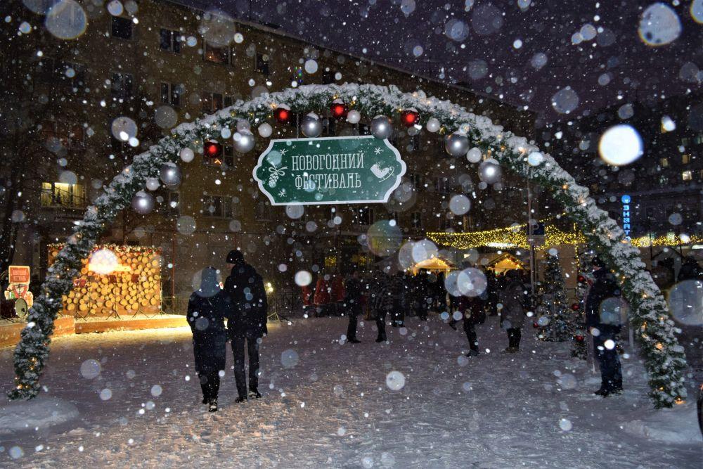Холод и снег не испортили гостям праздника настроение.
