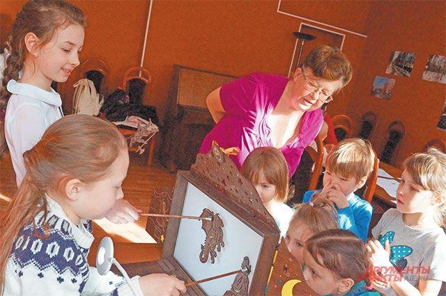 До Нового года жителей района приглашают посетить детские мастер-классы и концерт.