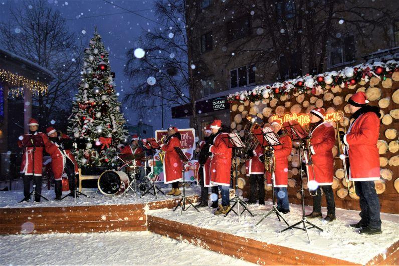 Северян поздравил Новогодний оркестр.