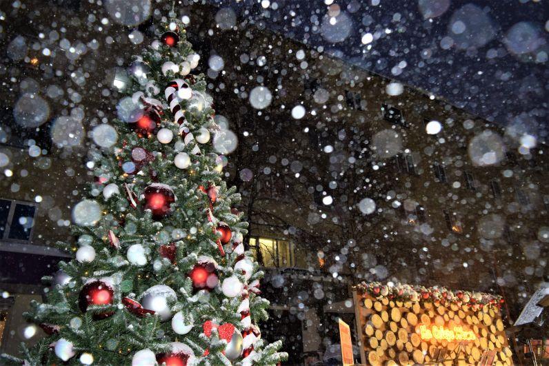 Декорации в духе Рождества создают праздничное настроение.