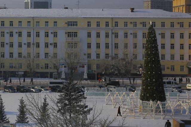 Вид ёлки в Улан-Удэ отбивает всё новогоднее настроение.