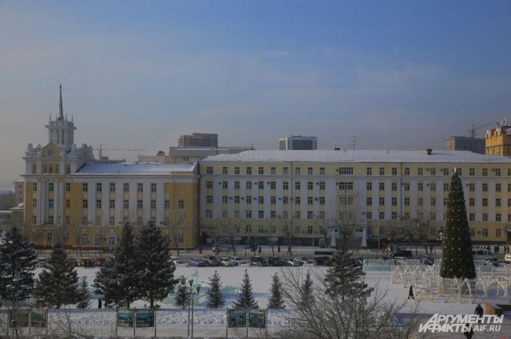 Главная ёлка Улан-Удэ на площади Советов