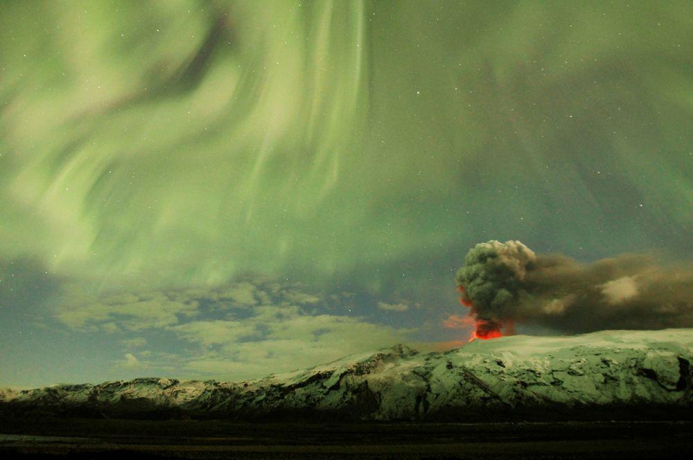 В ночь с 20 на 21 марта 2010 года произошло извержение вулкана Эйяфьятлайокудль в Исландии. Его главным последствием стал выброс облака вулканического пепла, который нарушил авиасообщение в Европе.