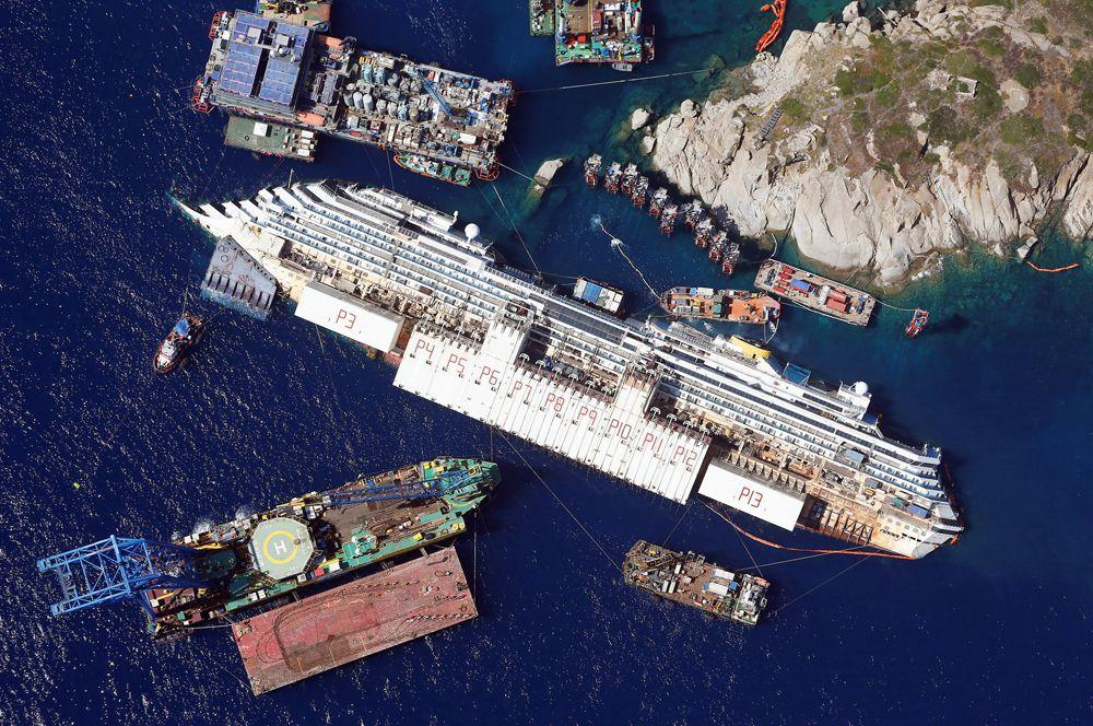В ночь на 14 января 2012 года круизный лайнер «Коста Конкордия» сел на риф в районе поселка Джильо-Порто на острове Джильо. Лайнер получил пробоину и начал тонуть. На борту находились 4200 человек, 32 из них погибли.