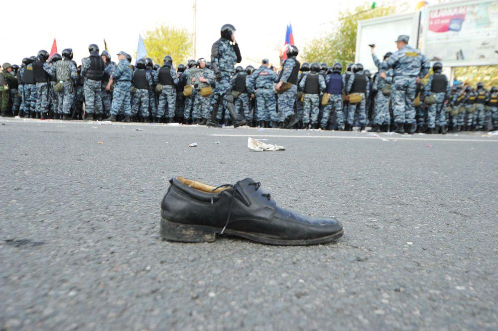 В мае 2012 года в Москве на Болотной площади прошел митинг против фальсификации выборов.