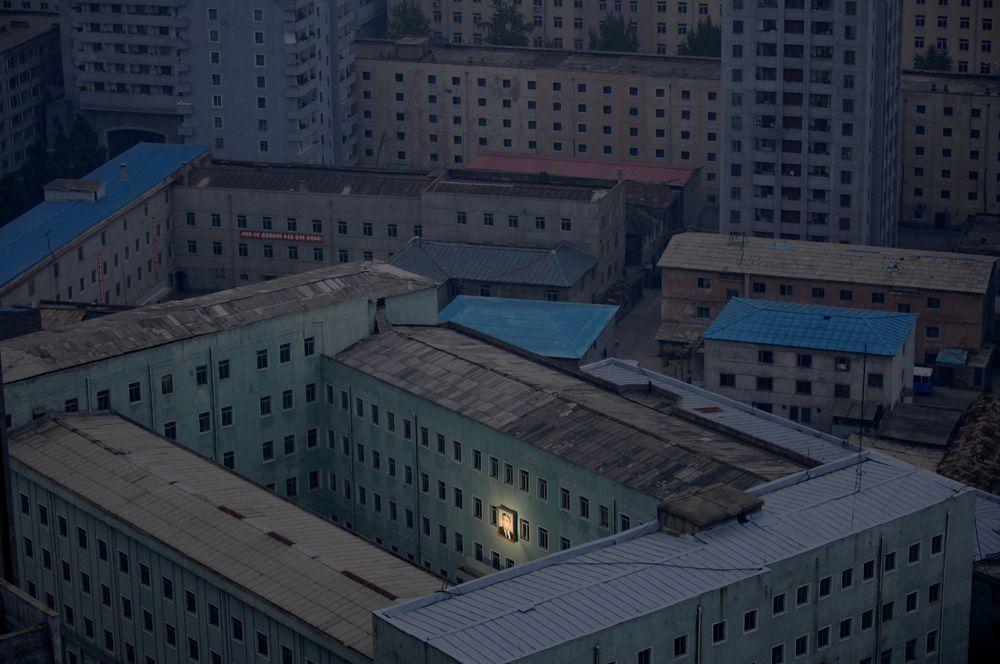 17 декабря 2011 года умер северокорейский лидер Ким Чен Ир. По данным официального агентства ЦТАК, он умер «от психического и физического переутомления, вызванного непрерывными инспекционными поездками по стране в интересах строительства процветающего государства». Его преемником был назначен его третий сын Ким Чен Ын.