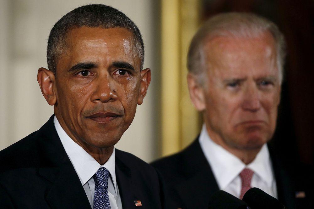 Барак Обама во время своего выступления в Белом доме в 2016 году, где объявил об ужесточении контроля за оборотом огнестрельного оружия, не смог сдержать слез, говоря о школьниках, погибших в результате нападений. Год спустя он также растрогался во время своей прощальной речи.