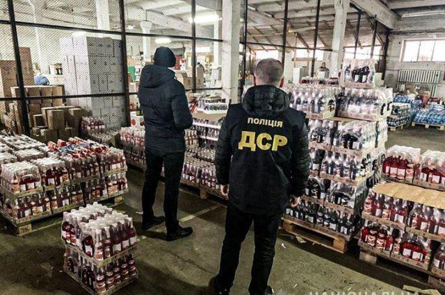 В Ровно изъяли почти 25 тысяч бутылок поддельной водки