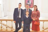 Часть семьи на церемонии вручения медали.