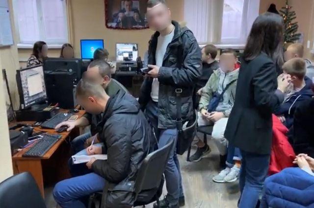 В Запорожье сеть call-центров выманивала деньги под видом служащих банков