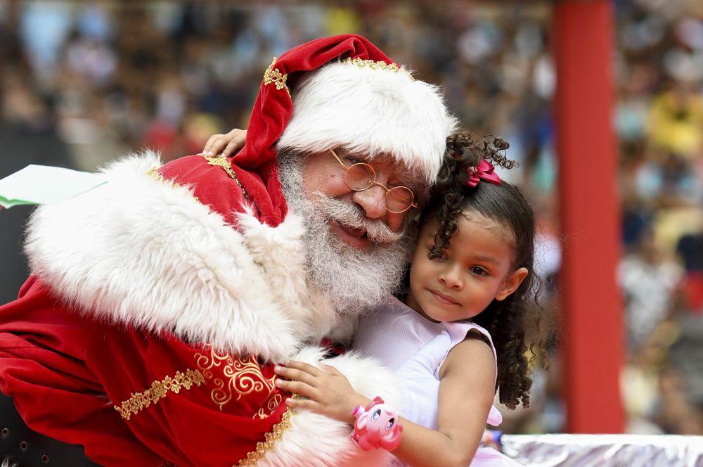 Американский Санта-Клаус. Он также дарит подарки детям в Канаде, Австралии и ряде других англоговорящих стран.