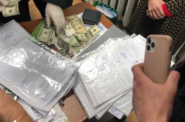 Во Львовской области ГБР задержало чиновника Госстройконтроля на взятке