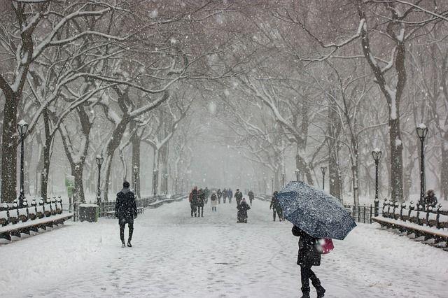 В снегопад шансы попасть в ДТП возрастают.