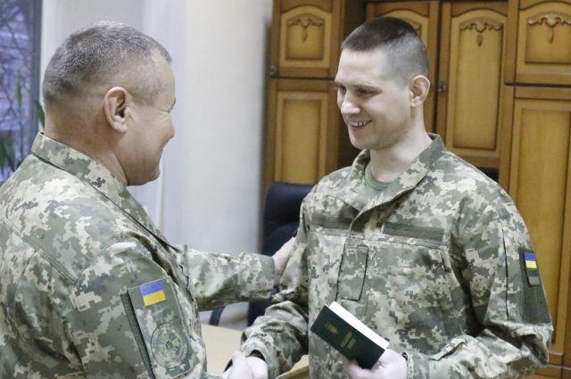 Обмін полоненими: 12 військовослужбовців отримали оновлені особисті документи