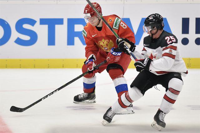 На матче молодежного чемпионата мира по хоккею.
