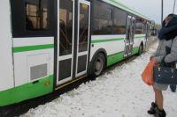 В первый день 2020 года тюменцы спешат на автобус №20