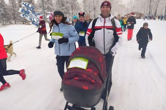 Проигравших в забеге обещаний нет - поэтому некоторые бежали даже с детьми в коляске!
