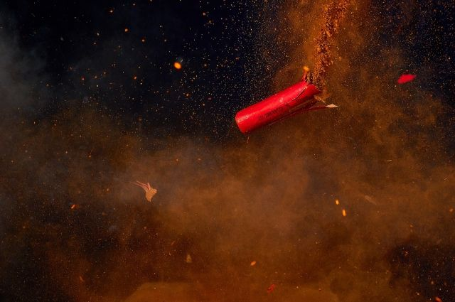 В толпу тюменцев выстрелил фейерверк