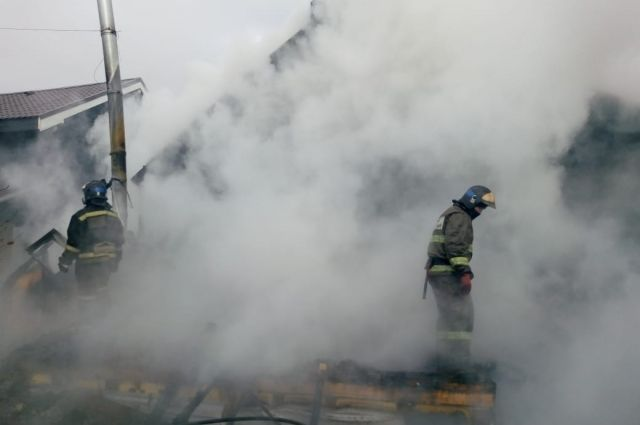 В поселке Боровский при пожаре пострадала женщина