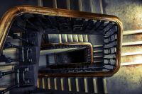 По предварительным данным, ребенок упал, оступившись на лестнице.