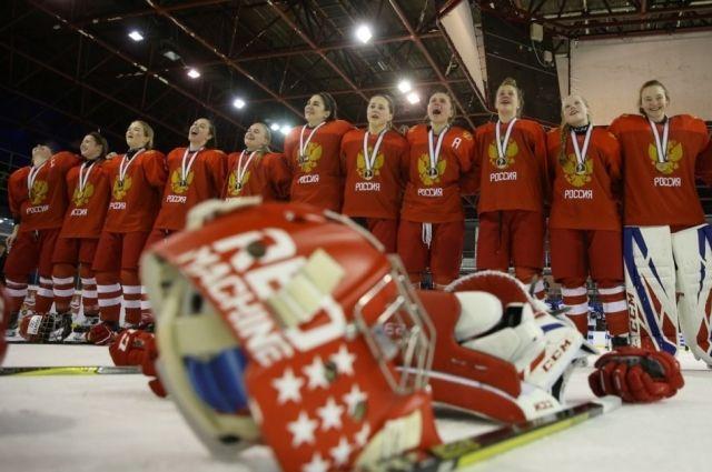 Две красноярские хоккеистки привезли домой бронзу
