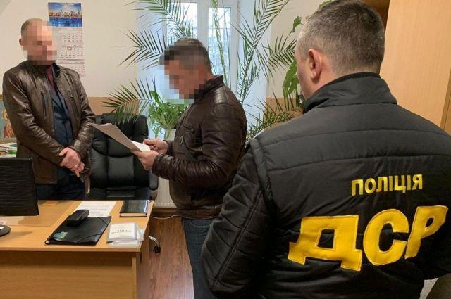 Чиновника Ужгородської міськради підозрюють у трьох злочинах: деталі