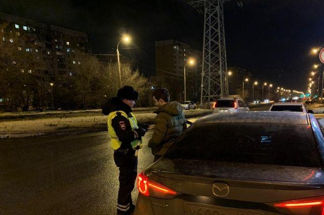 Тюменские таксисты в первые дни года ездили пьяными за рулем