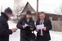 При задержании мужчина скинул в снег около 100 тысяч рублей, которые передал ему посредник в качестве взятки