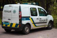 На выезде с Киева в лесополосе обнаружили мужчину, повешенного на шнурках