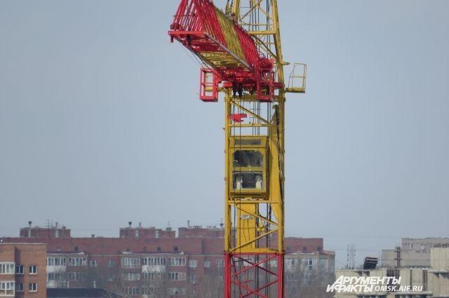 Женщине стало плохо на башенном кране, высота которого 90 метров.