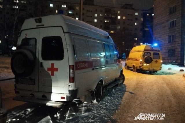Женщину с травмой груди увезли в больницу.