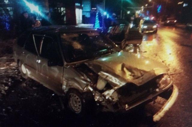 При столкновении двух ВАЗов в Энгельсе пострадали 3 человека