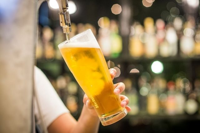 ВЦИОМ: россияне против снятия запрета на употребление пива на стадионах