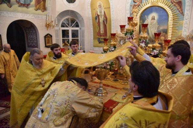 В храмах Оренбуржья прошли рождественские службы.