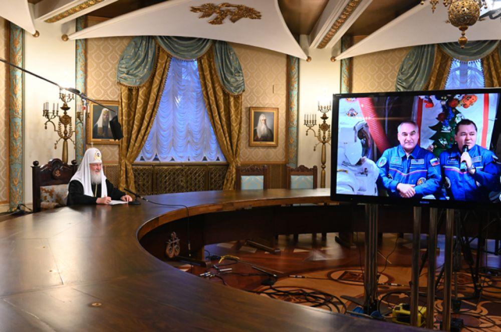 Патриарх Московский и всея Руси Кирилл во время рождественского телемоста из храма Христа Спасителя с космонавтами МКС.