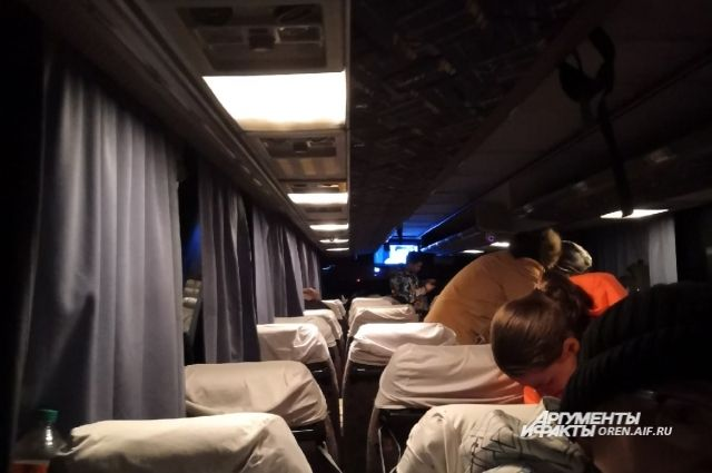 На трассе в Башкирии стоит сломанный автобус с туристами из Оренбурга.