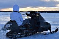 Возле Надыма пьяная женщина без прав перевернулась на снегоходе