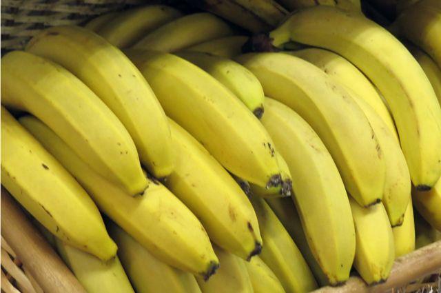Ноябрянин выкладывает в соцсеть свои рисунки, сделанные на бананах